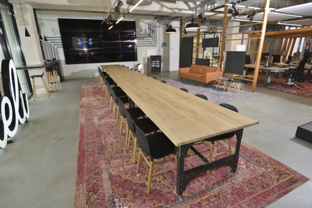 Eiken tafelblad met stalen onderstel eiffel luxe tafels