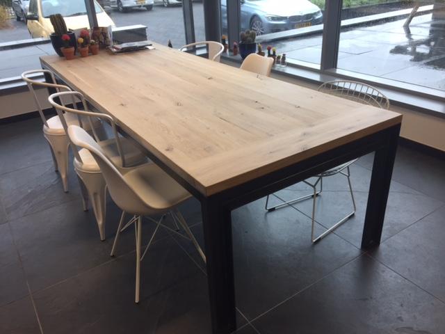 Tafel detroit industrieel onderstel rustiek eikenblad luxe tafels
