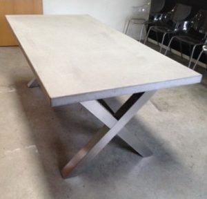 tafelpoot rvs kruis met beton